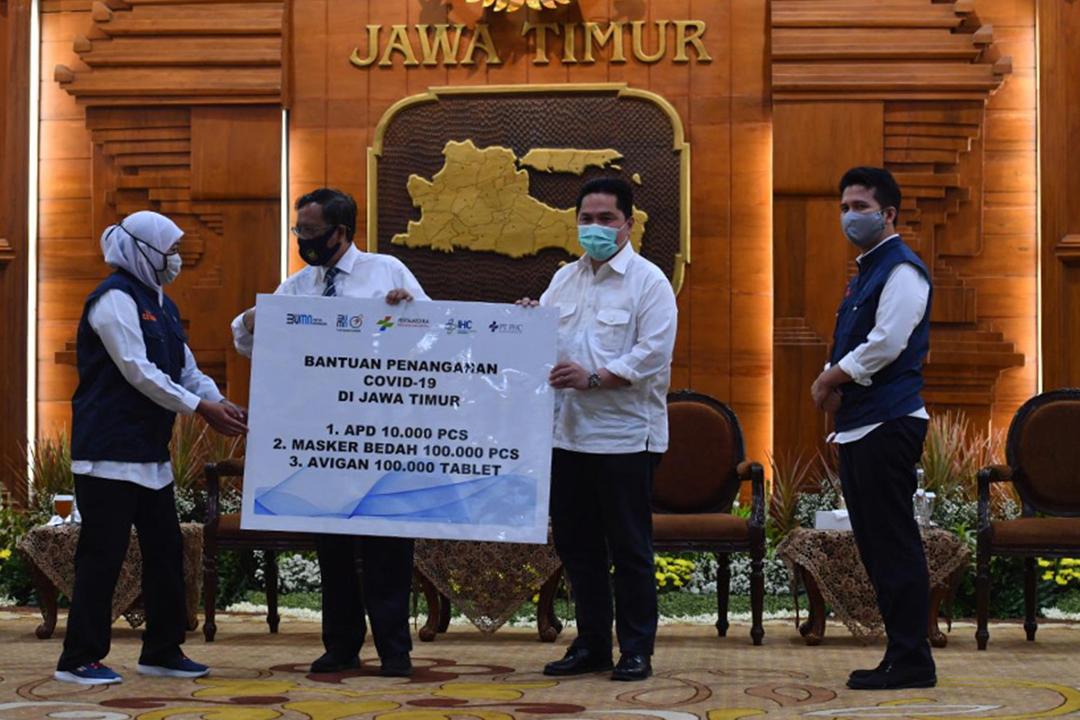 Kementerian Badan Usaha Milik Negara (BUMN) menyalurkan berbagai kebutuhan untuk mendukung upaya penanganan Covid-19 di Jawa Timur.