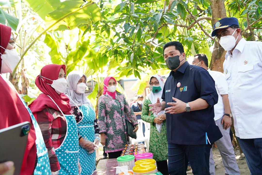 Menteri BUMN kunjungan kerja mengunjungi ibu-ibu Mekaar di Desa Kentong, Kecamatan Cepu, Kabupaten Blora, Jawa Tengah