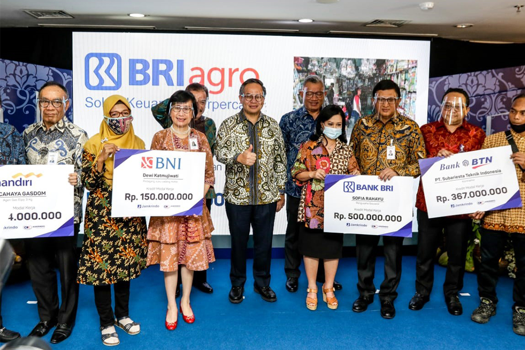 Penandatanganan Kerjasama Penjaminan Pinjaman Program Pemulihan Ekonomi Nasional (PEN) dilaksanakan di Gedung Jamkrindo, Jakarta, Selasa (6/7).