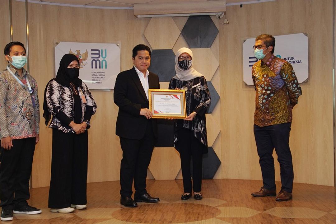 Kementerian Badan Usaha Milik Negara (BUMN) memberikan penghargaan  sebagai wujud apresiasi dan ucapan terima kasih kepada para pejuang kesehatan di garis terdepan itu yang secara simbolis diserahkan Menteri BUMN