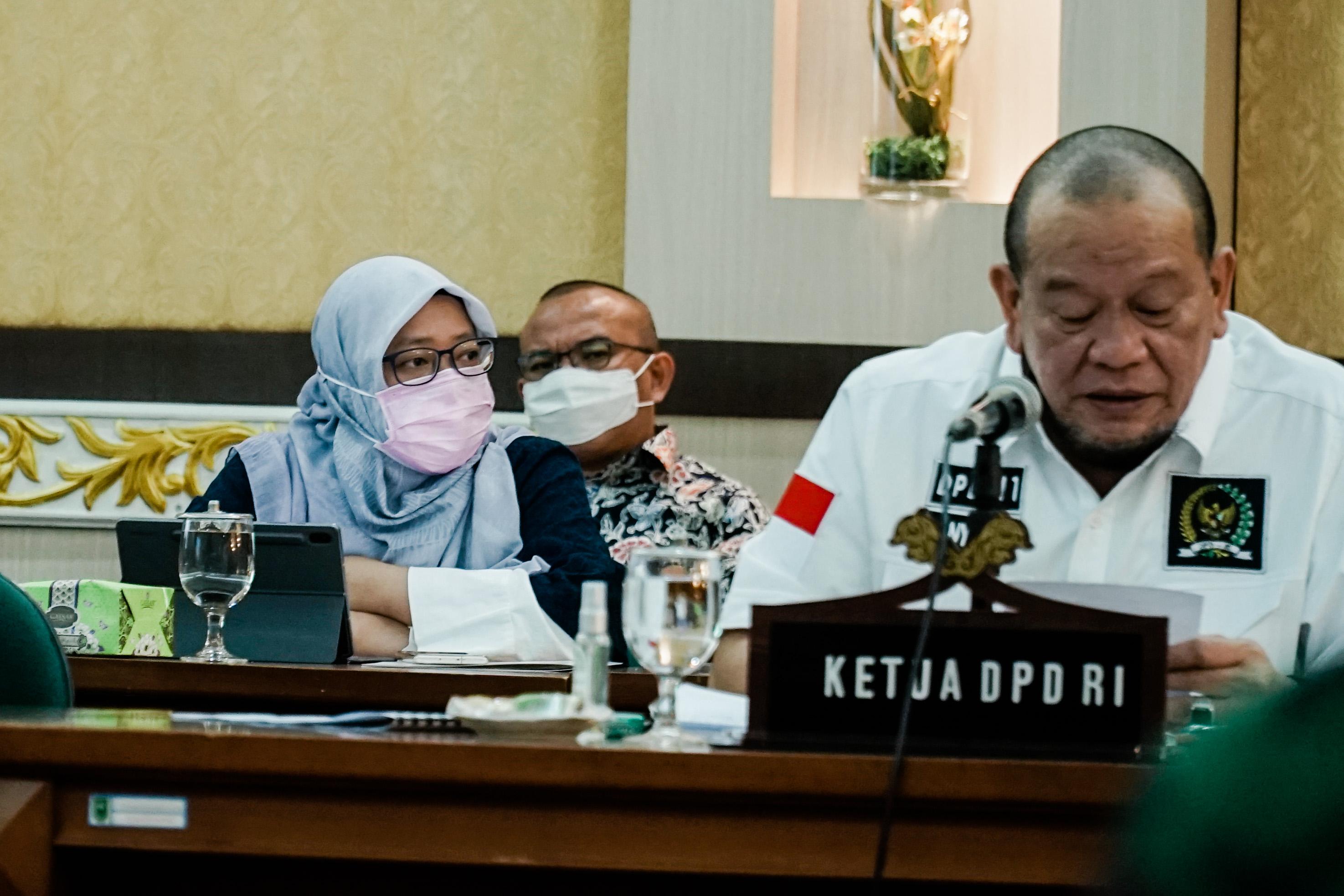 Kementerian Badan Usaha Milik Negara menghadiri Rapat Kerja dengan Pemerintah Provinsi Riau di Kantor Gubernur Riau, Kota Pekanbaru, hari Senin (31/8).