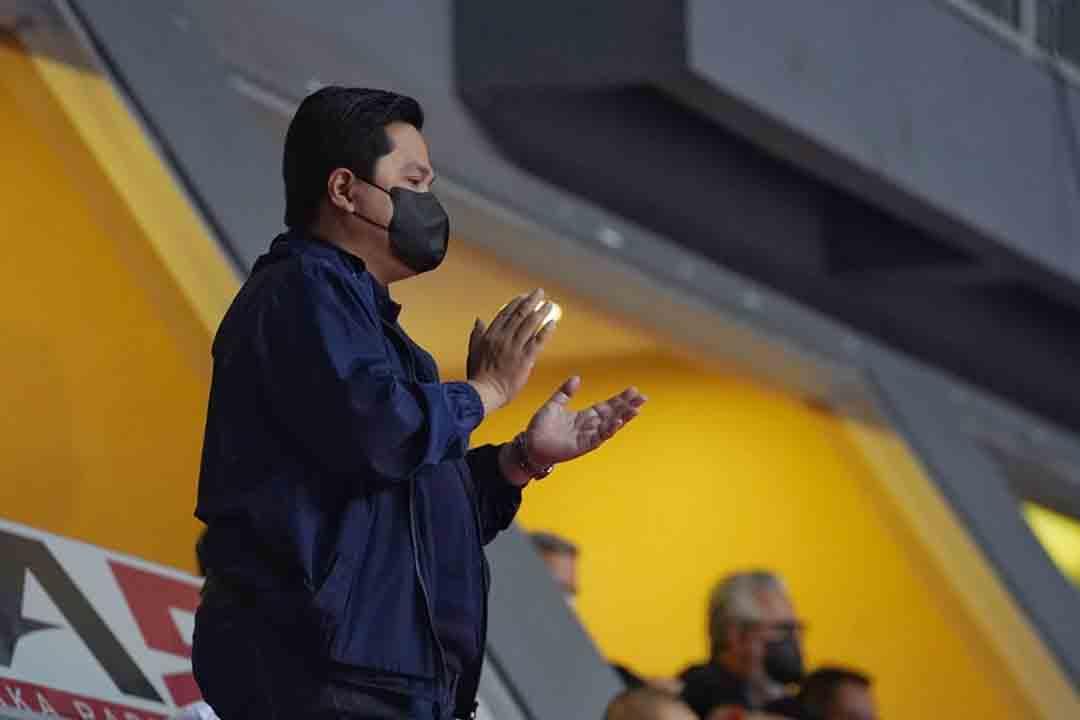 Menteri BUMN Erick Thohir dan Gubernur DKI Jakarta, Anies Baswedan tampak menikmati laga kedua final IBL Pertamax 2021 antara Pelita Jaya Bakrie vs Satria Muda Pertamina