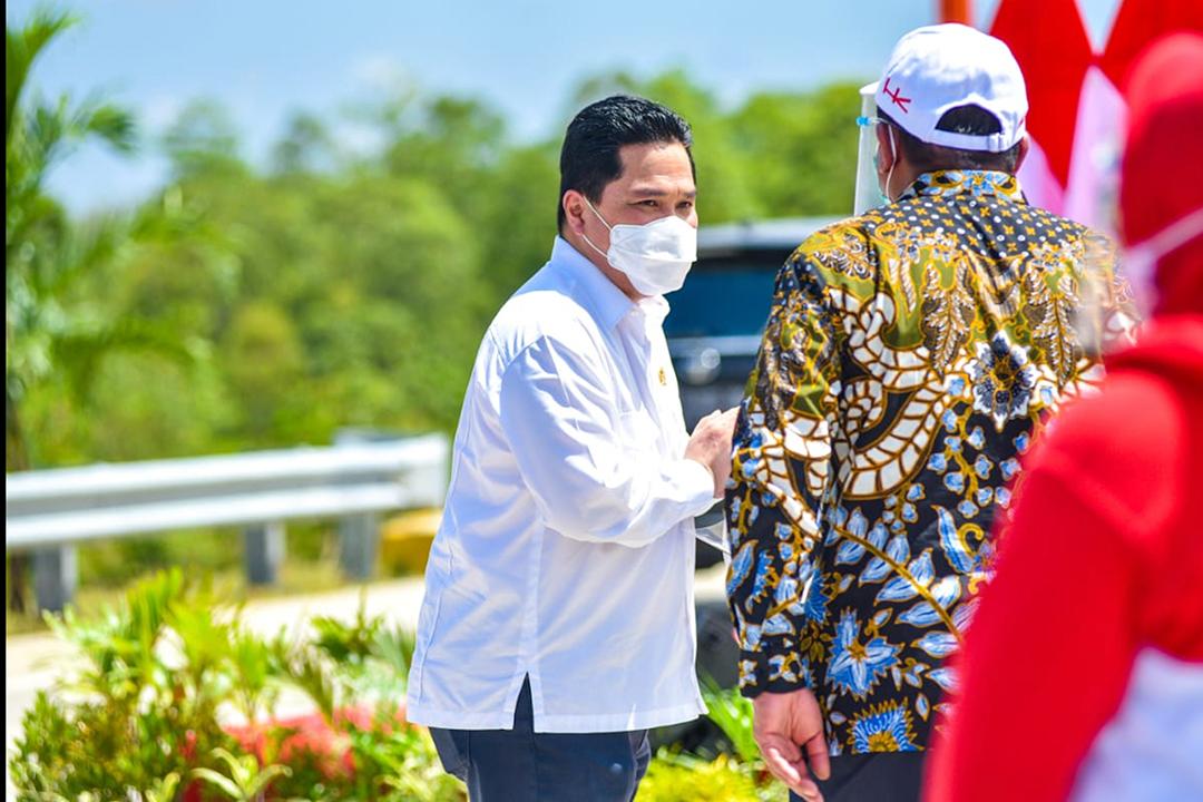 Menteri BUMN, Erick Thohir saat mendampingi Presiden Joko Widodo pada peresmian Jalan Tol Trans Sumatera (JTTS) ruas Sigli-Banda Aceh