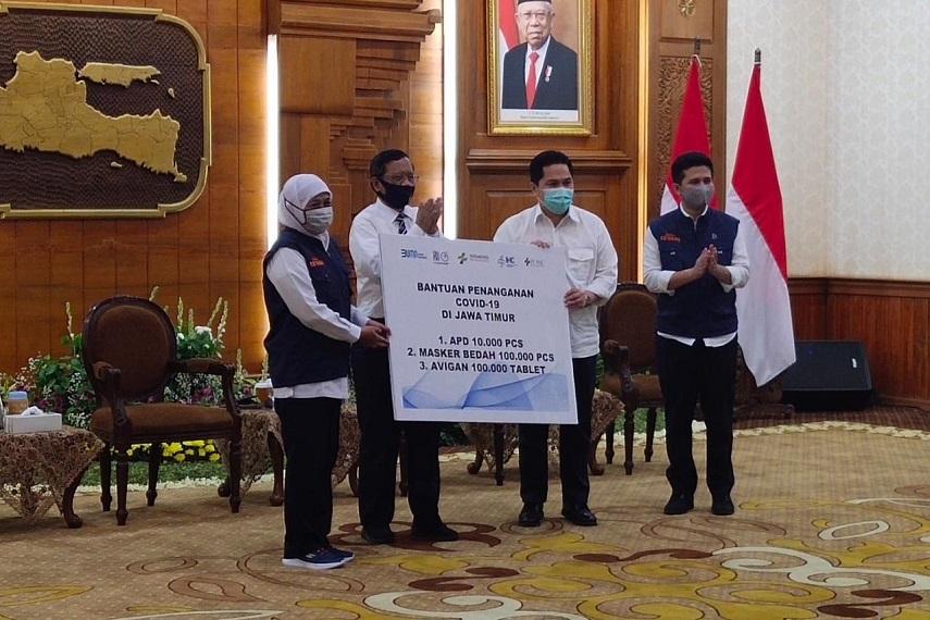 Menko Polhukam dan Menteri BUMN Serahkan Bantuan untuk  Penanganan Covid-19 di Jawa Timur